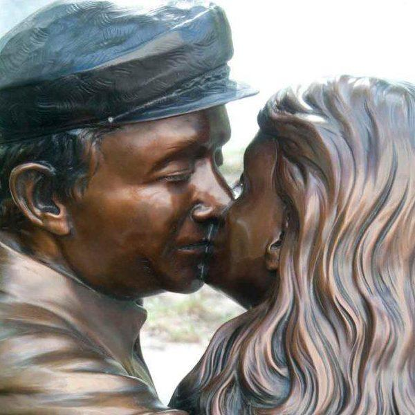 The Kiss Close Up